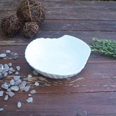 Закусочная тарелка Ракушка белая 15*15см