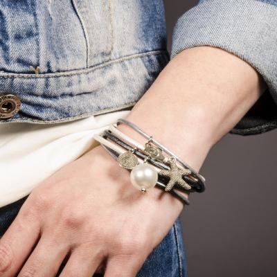 браслет кожаный серебристый