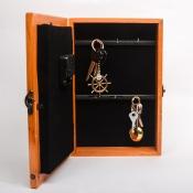 Ключница-часы коричневая 30см