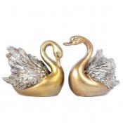 Фигурки двух лебедей