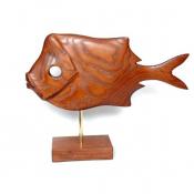 Фигурка рыбы на деревянной подставке