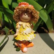 Фигурка девочки Оранжевый цветок