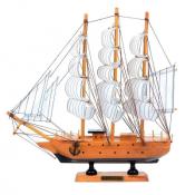 Деревянная модель корабля с парусами