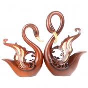 Статуэтка из пары коричневых лебедей