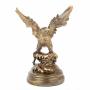 Статуэтка золотого орла с расправленными крыльями